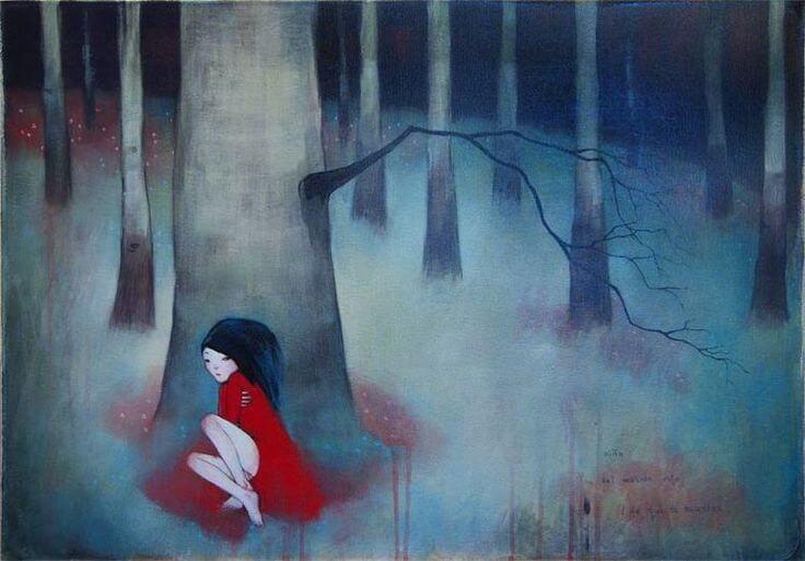 Toksyczne środowiska - dziewczyna sama w lesie.