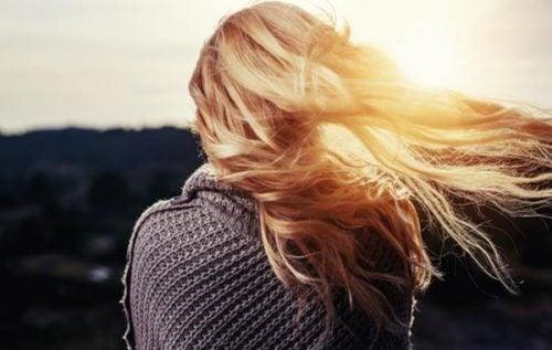 Kobieta blond włosy