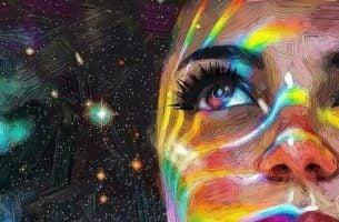 Lepsze życie - Kobieta patrzy w gwiazdy na niebie