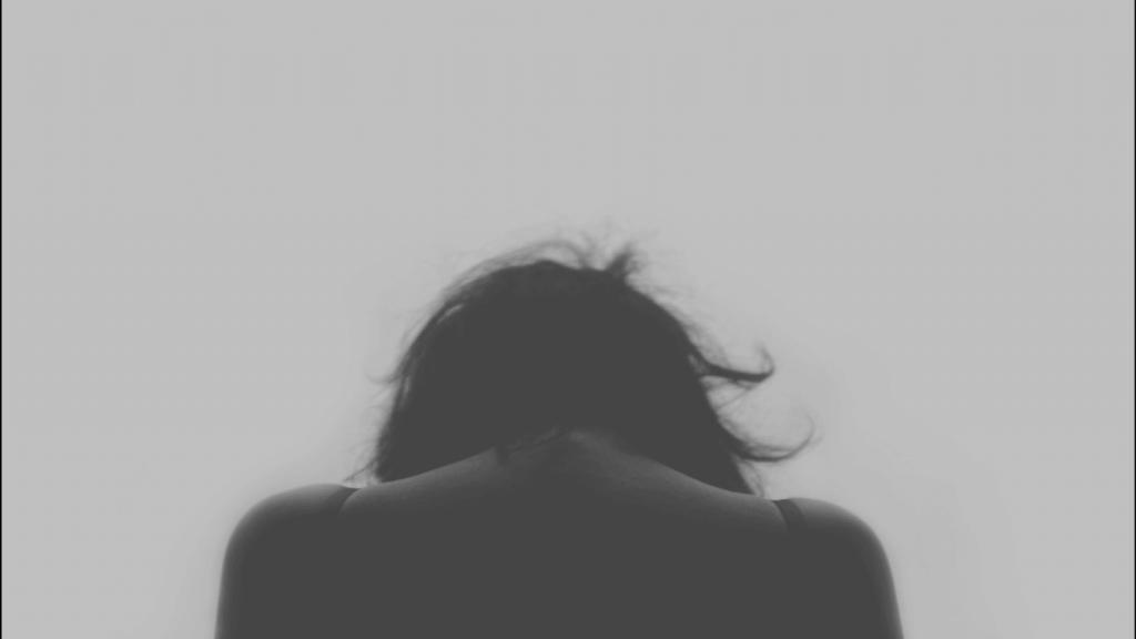 Fibromialgia: plecy pochylonej kobiety
