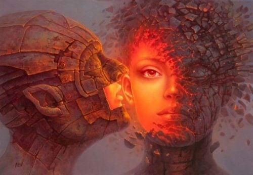 Mężczyzna szepcze kobiecie do ucha