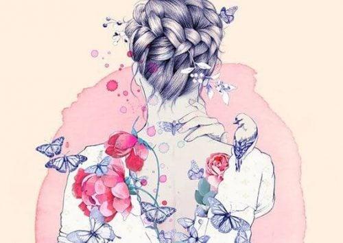 Plecy kobiety w kwiatach