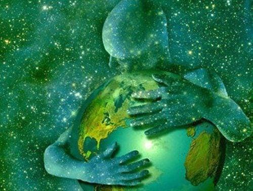 Świat w ramionach człowieka