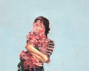 Kobieta ściskająca kwiaty.