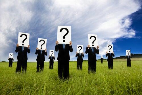 Prozopagnozja - znaki zapytania zamiast twarzy
