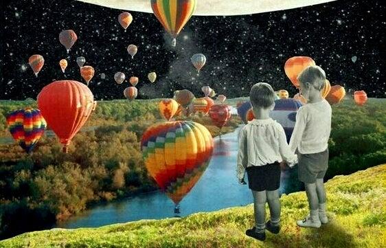 Chłopcy nad rzeką i balony.