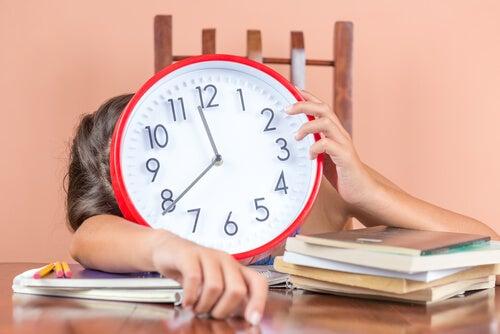 Dziecko cierpiące na chorobę braku czasu