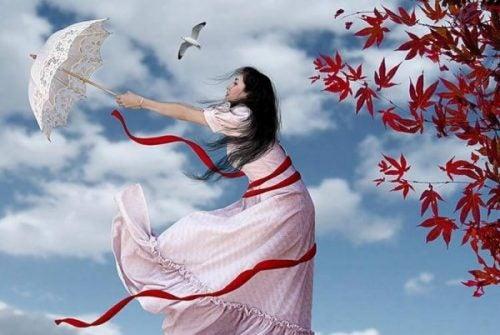 Dziewczyna w białej sukni z parasolem