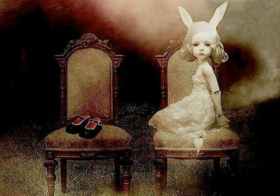 Dziewczynka z króliczymi uszami.