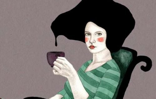 Kobieta trzyma kubek herbaty