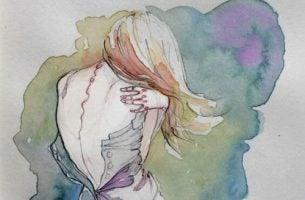 Kobieta obejmuje siebie - popełniane błędy