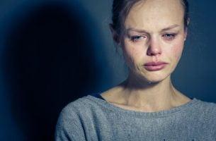 Kobieta płacze - cierpienie