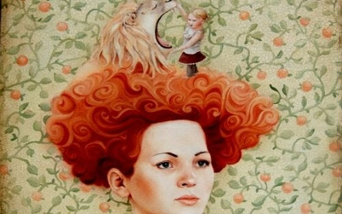 Kobieta z lwem na głowie.
