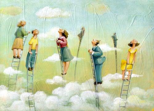 Ludzie na drabinach patrzą w niebo