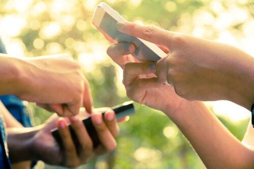 Ludzie z telefonami