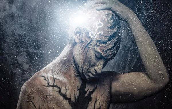 Mężczyzna cierpiący na ból głowy.