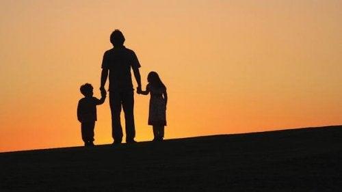 Rozwiedzeni rodzice - ojciec z dziećmi.