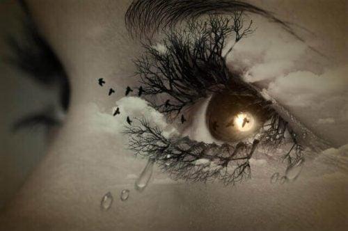 Pokonać smutek - oko ze łzą i suchymi rzęsami