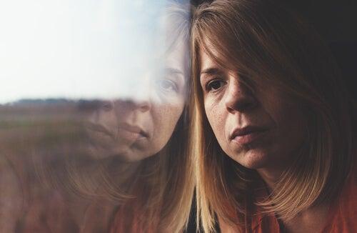 Osoby krytykujące - czy czują pustkę emocjonalną?
