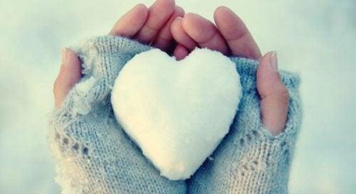 Serca z lodu: ludzie, którzy mają problemy z wyrażaniem swoich emocji
