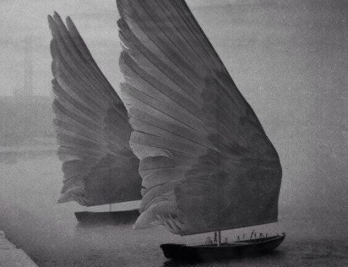 Dwa statki ze skrzydłami zamiast żagli