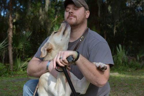 Weteran wojenny i jego pies - uzdrawiająca moc psów