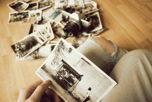 Bolesne wspomnienia na starych zdjęciach