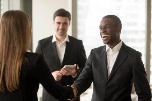 Dyplomaci : 5 wspólnych cech i pewien zestaw umiejętności