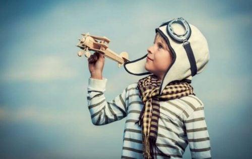 Dziecko udaje pilota