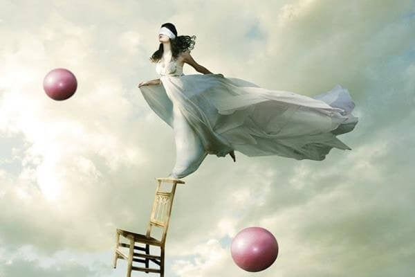Jak osiągnąć równowagę emocjonalną? Poznaj samego siebie!