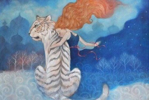 Kobieta i biały tygrys