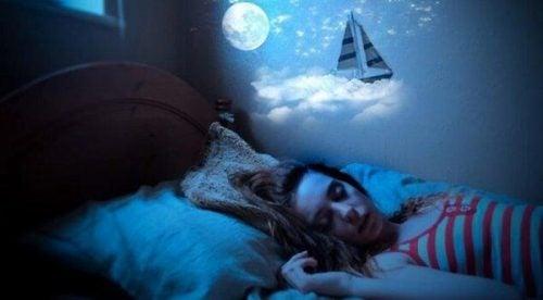 Mówienie przez sen – czy jest niebezpieczne?