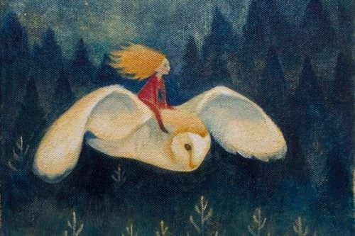 Kobieta leci na sowie