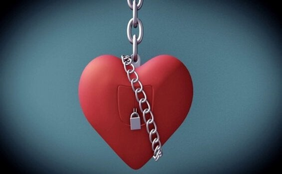 serce skute łańcuchem