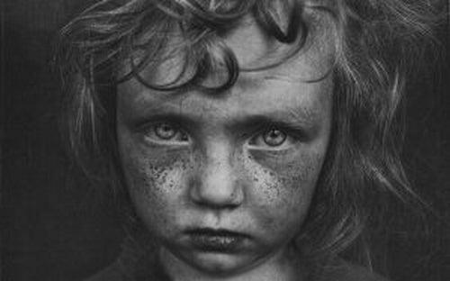 Dziecięca trauma - 5 cech z nią związanych