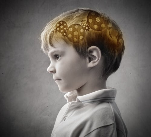 Dziecko i trybiki w mózgu.