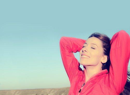 Zrelaksowana szczęśliwa kobieta