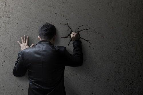 zdenerwowany mężczyzna - ataki gniewu
