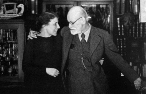 Anna Freud w objęciu Zygmunta Freuda