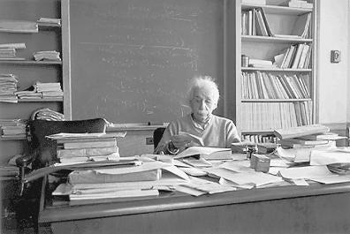 Alberta Einstein - inteligencja -metoda organizacji.