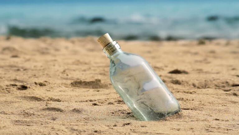 butelka na plaży