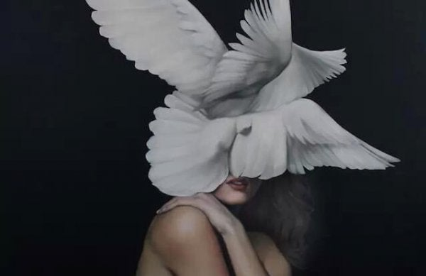 Kobieta i gołębie.
