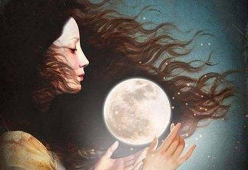 Kobieta trzyma Księżyc w dłoniach
