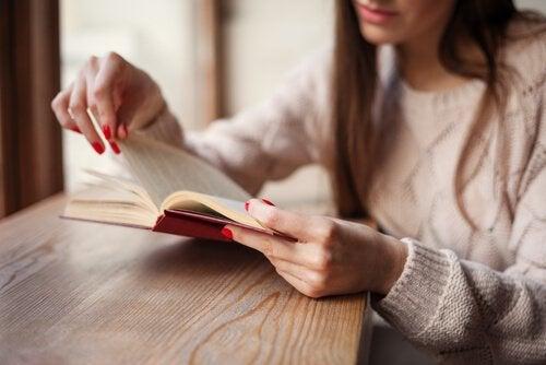 Książki, które pomogą Ci ukoić złamane serce