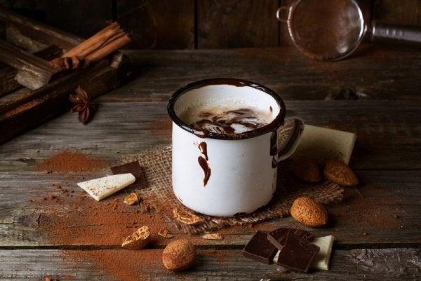 kubek z czekoladą