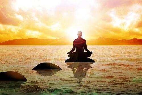 medytujący buddyjski mnich