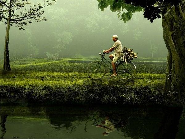 Mężczyzna na rowerze.