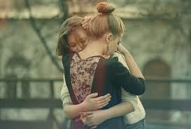 Przyjaciółki - przebaczenie, uścisk