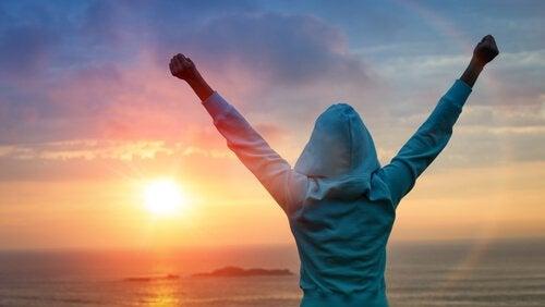 Zwycięstwo - ramiona w górze