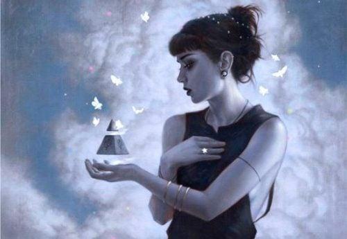 Smutna dziewczyna z piramidą w dłoni